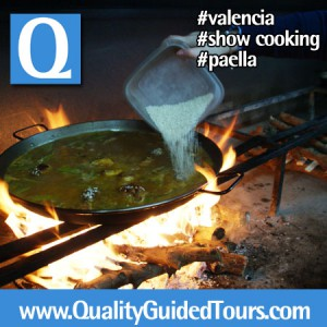 private tour guide in Valencia, paella show cooking in Valencia